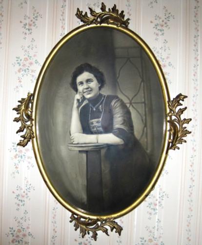 Fancy Victorian Fannie Longenecker before she became Mennonite