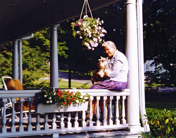 1998RuthieFritziePorch_small