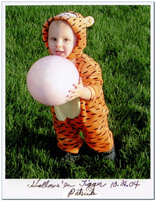 Patrick_Halloween Tigger_2004_1031