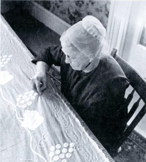 Mennonite Woman_Quilt_p193
